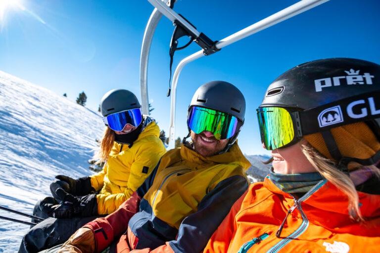 Apres deux saisons noires , le blanc est de retour pour les stations de ski